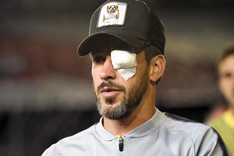 Pérez sofreu lesões no olho e no braço e precisou ser encaminhado ao hospital imediatamente após o ataque - Foto: Reprodução | Site Tech2