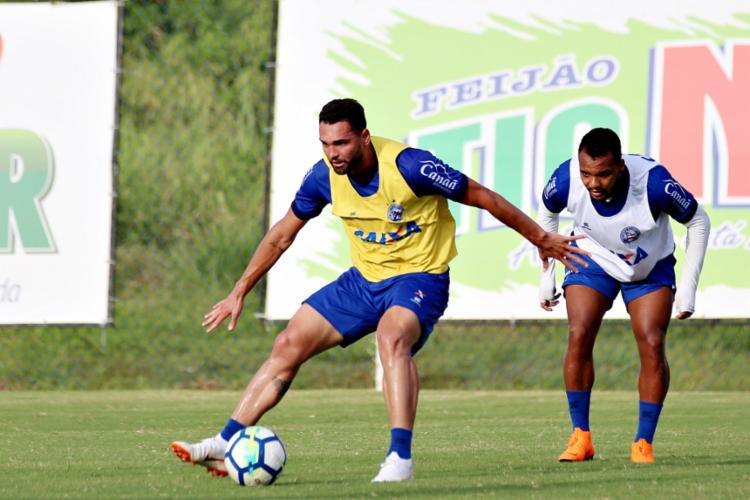 Recuperado de lesão no joelho, o atacante Gilberto participou da atividade normalmente nesta segunda-feira - Foto: Felipe Oliveira l EC Bahia