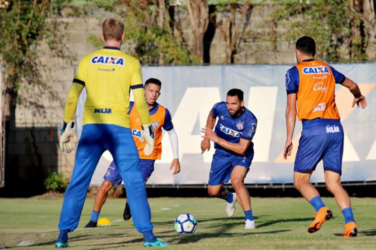 Gilberto (C) treinou normalmente com o restante do grupo e pode voltar ao time nesta quarta-feira - Foto: Felipe Oliveira l EC Bahia