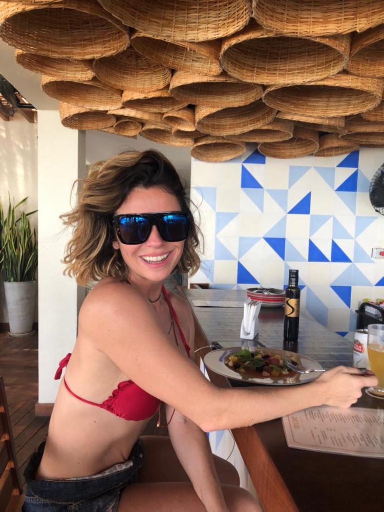Giovanna Antonelli almoçando no Hotel