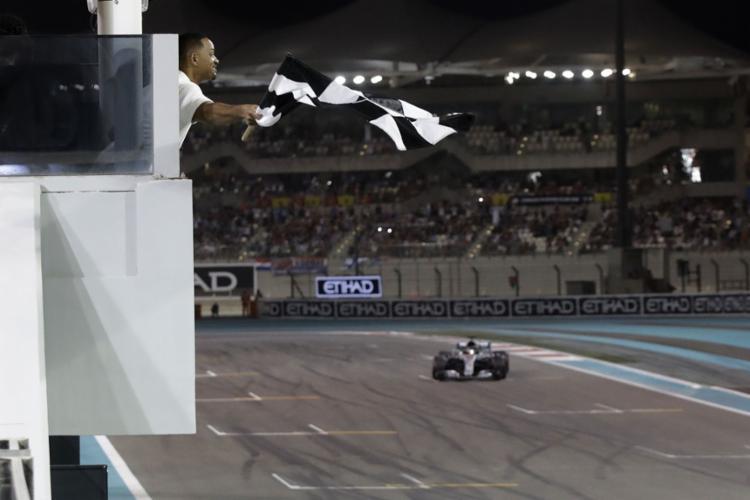 O piloto da Mercedes foi mais uma vez soberano no circuito de Yas Marina - Foto: Luca Bruno / Pool l AFP