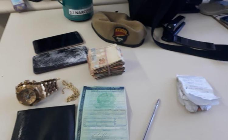O suspeito tentou subornar os os PMs com R$ 5 mil