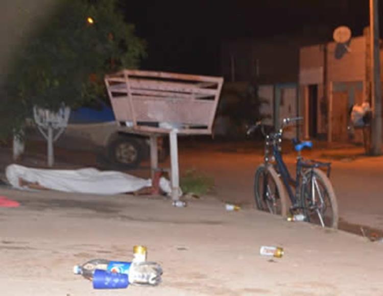 Homem foi morto na rua Raquel de Queiroz, no bairro Florais II - Foto: Reprodução | blog Sigi Vilares