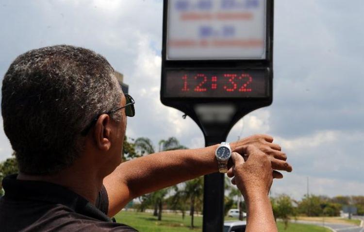 Moradores das regiões Centro-Oeste, Sudeste e Sul devem adiantar o relógio em uma hora - Foto: Arquivo | Agência Brasil
