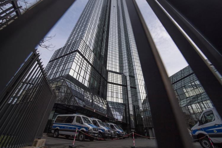 Instituição financeira é investigada em processo de lavagem de dinheiro - Foto: Boris Roessler l AFP