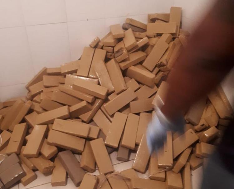 Droga estava em um imóvel usado para armazenar e distribuir entorpecentes - Foto: Divulgação   SSP-BA