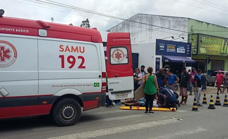 O jovem e a condutora da moto sofreram ferimentos e foram atendidos pelo Samu - Foto: Reprodução | Site Giro em Ipiaú