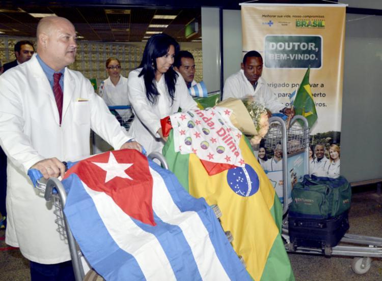 Profissionais cubanos quando chegaram ao Brasil para o Mais Médicos - Foto: Agência Brasil