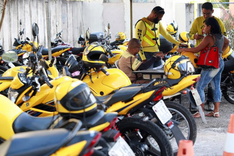 Os aprovados terão alvará para atuar como mototaxistas na capital baiana - Foto: Adilton Venegeroles | Ag. A TARDE