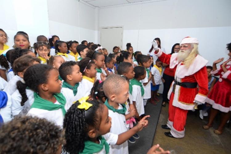 A iniciativa faz parte do projeto Árvore dos Sonhos e vai presentear de forma personalizada jovens de instituições filantrópicas - Foto: Divulgação