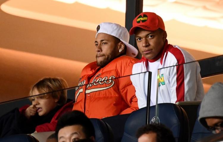 Jogador Neymar acompanhou a partida da arquibancada