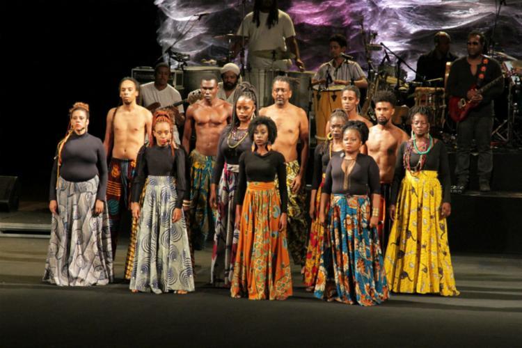 A abertura oficial do Novembro Negro ocorreu na última quinta-feira, 8 , no Teatro Castro Alves com apresentações do Teatro Olodum e do cantor Lazzo Matumbi - Foto: Divulgação
