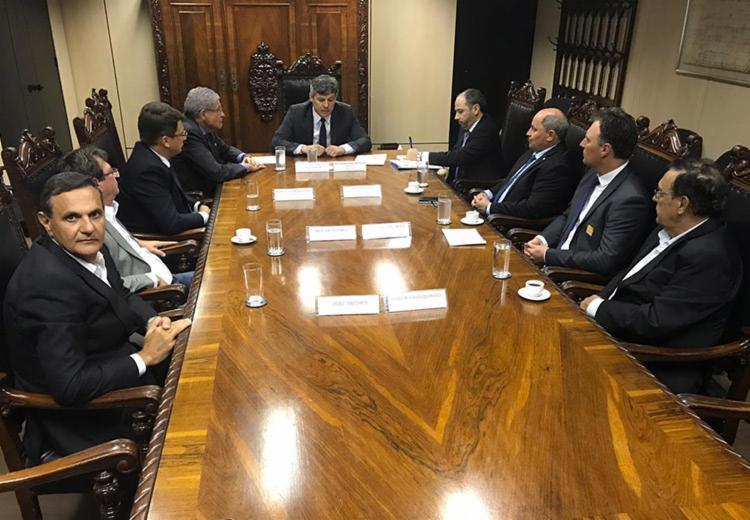 A federalização da estrada foi definida em reunião entre o ministro dos Transporte, Valter Casimiro, e representantes dos produtores rurais do Oeste - Foto: Divulgação