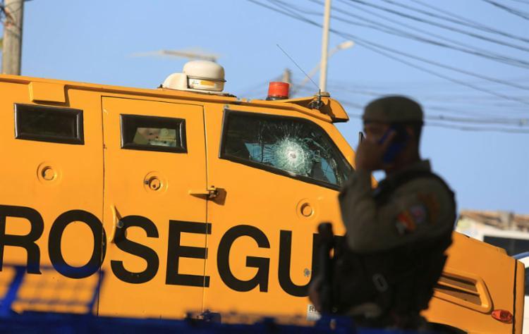 Membros de organizações assaltavam carros fortes em Salvador e Lauro de Freitas - Foto: Joá Souza | Ag. A TARDE