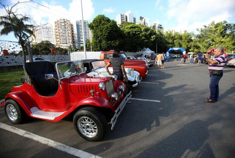 Frequentadores do Parque podem conferir diferentes modelos de carros antigos - Foto: Adilton Venegeroles | Ag. A TARDE