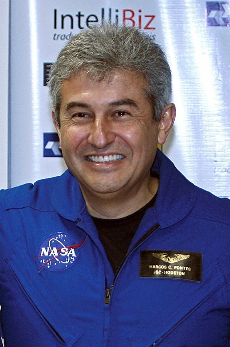 Marcos é aviador, piloto de caça e militar