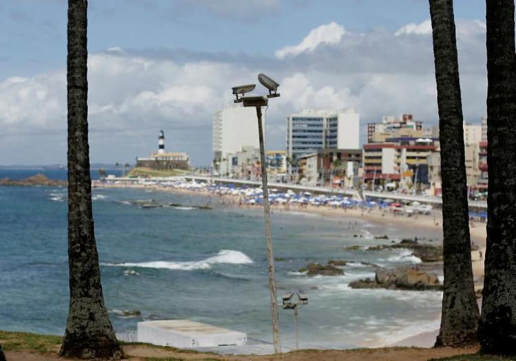 Farol da Barra tem trecho impróprio para banho, segundo Inema - Foto: Raul Spinassé | Ag. A TARDE
