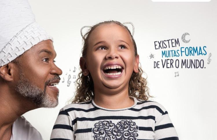 """A campanha """"Existem muitas formas de ver o mundo"""", com a participação do cantor Carlinhos Brown, conquistou dois Diplomas de Ouro - Foto: Divulgação"""