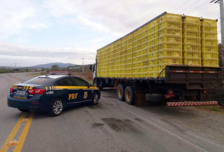 Segundo o motorista, a carga saiu de Uberlândia (MG) e iam em direção a Feira de Santana (BA) - Foto: Reprodução | PRF
