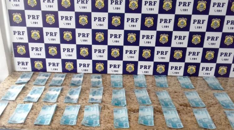 Suspeito já havia sido flagrado anteriormente com notas falsas - Foto: Divulgação   PRF-BA