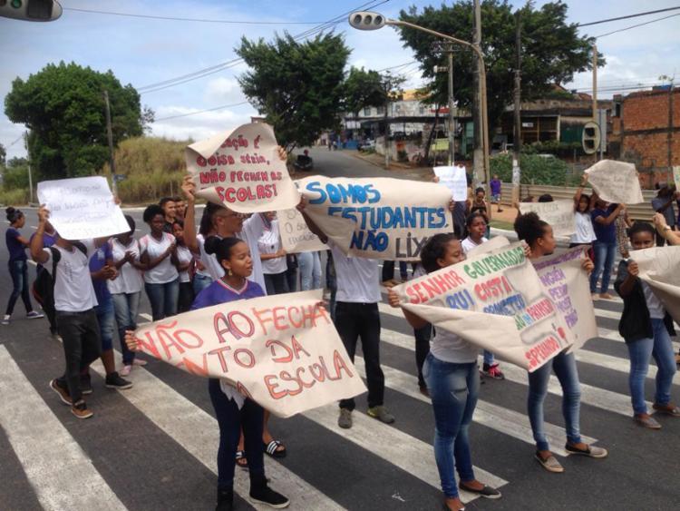 Participantes ocupam o semáforo na altura do Setor I de Mussurunga - Foto: Cidadão Repórter | Via WhatsApp