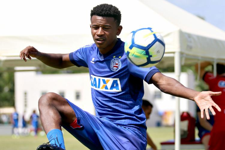 O jovem Ramires podem ser poupados da partida deste sábado - Foto: Felipe Oliveira l EC Bahia