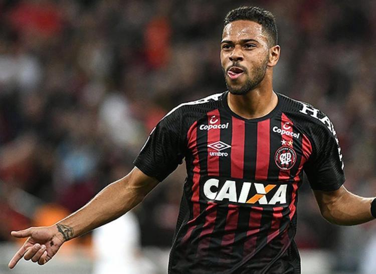Renan Lodi fez um gol e deu a assistência para o outro - Foto: Divulgação l Clube Atlético Paranaense