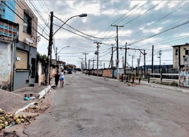 Atentado ocorreu próximo a linha do trem onde acontece a Feira do Rolo - Foto: Raul Aguilar | Ag. A TARDE