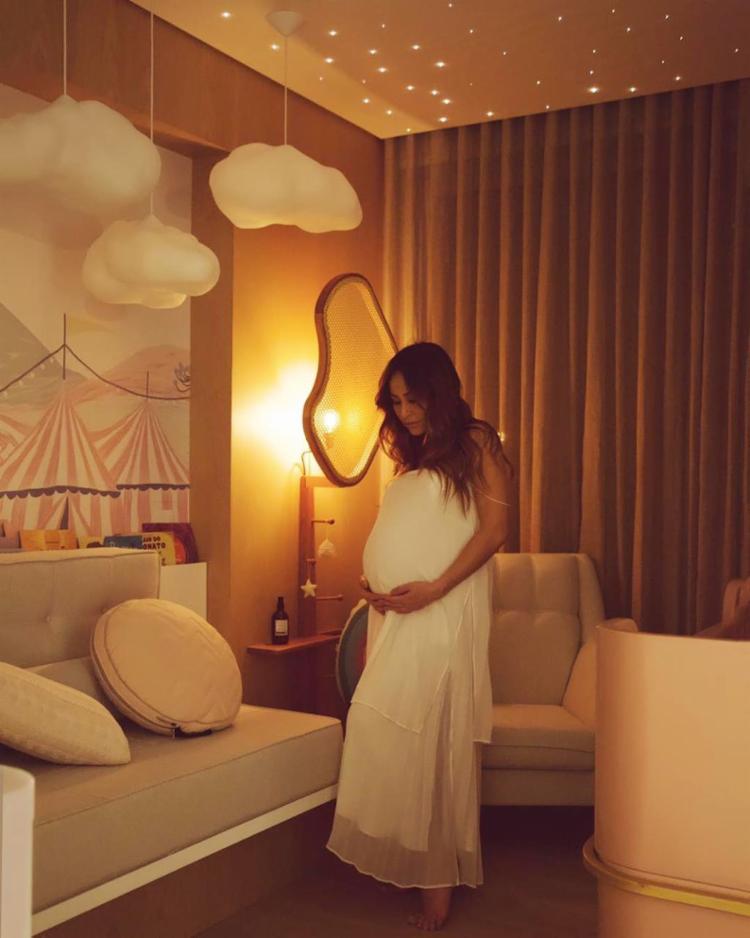 No Instagram, ela compartilhou detalhes do quarto da pequena e chegou a criar uma playlist para dar à luz - Foto: Reprodução | Instagram