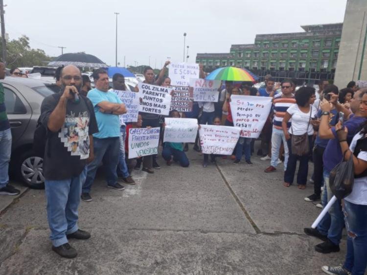 Estudantes e professores protestaram SEC, no CAB, na manhã da última segunda-feira - Foto: Adriana Roque | APLB-Sindicato