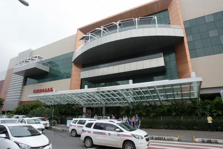 Crime ocorreu na tarde desta terça-feira, 13, no estacionamento do Salvador Shopping