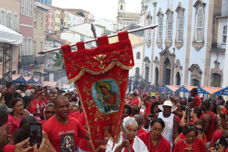 Os festejos em homenagem a Santa Bárbara, Iansã no Candomblé, têm início na Igreja de Nossa Senhora dos Pretos, no Pelourinho - Foto: Mila Cordeiro | Ag. A TARDE