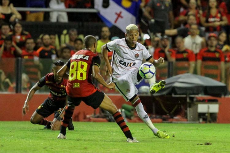 Confronto em Recife foi bastante equilibrado e disputado, mas teve poucos lances ofensivos - Foto: Marlon Costa l Futura Press l Estadão Conteúdo
