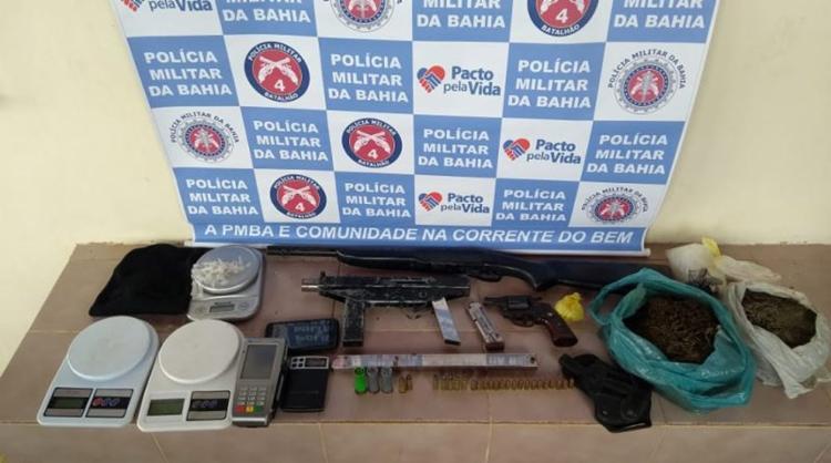 Uma submetralhadora e mais duas armas foram apreendidas pela PM - Foto: Divulgação l SSP-BA