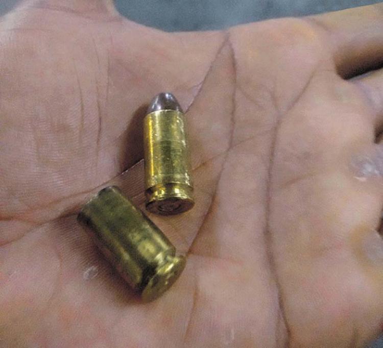 Cápsulas das munições foram encontradas no shopping após o tiroteio ocorrido entre seguranças e criminosos - Foto: Divulgação