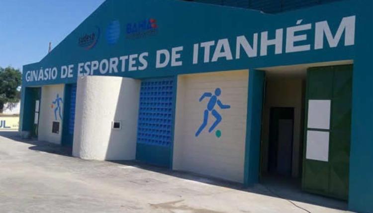 O crime ocorreu durante uma partida de futebol no ginásio de Itanhém - Foto: Reprodução | Site Itanhem Fest