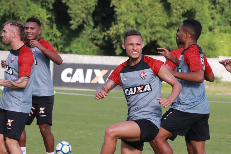 O elenco do Rubro-Negro trabalhou a parte física e, em seguida, participou de atividade com bola - Foto: Maurícia da Matta l EC Vitória
