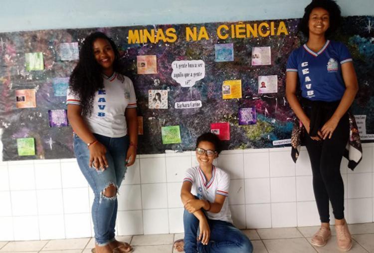 Projeto de estudantes que valoriza a mulher na ciência conquista prêmio nacional