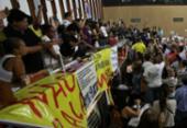 Num fato inédito, os servidores invadem plenário da Assembleia | Foto: Adilton Venegeroles | Ag. A TARDE