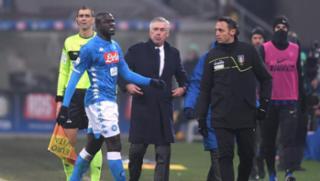 Inter de Milão é punida após ofensas racistas a jogador senegalês do Napoli - Divulgação