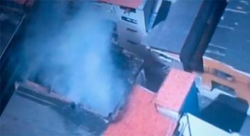 Incêndio atingiu residência no bairro do Uruguai ontem à tarde - Reprodução/TV Itapoã
