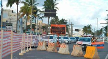 A primeira etapa da reforma nas ruas e praças da avenida Oceânica, delimitada do restaurante Sukiyaki até o Instituto Bahiano de Reabilitação (IBR), deve ser entregue em janeiro de 2019, dois meses após a previsão da Prefeitura - Shirley Stolze/Ag. A Tarde