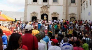 """Santa Luzia é conhecida pelos católicos como """"protetora dos olhos"""", as celebrações acontecem na Praça do Pilar, no Comércio - Edilson Lima/Ag. A Tarde"""