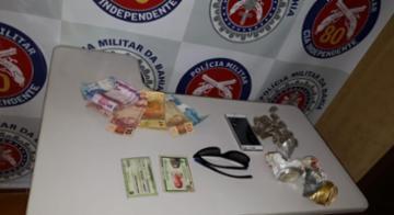 Foram apreendidas 19 petecas de maconha, R$ 349 e um celular durante a operação Divisa Segura - SSP-BA/Divulgação
