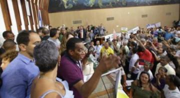Servidores fazem protesto na Alba contra reforma administrativa - Adilton Venegeroles/Ag. A Tarde