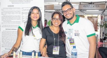 Alunos do CETEP de Barreiras desenvolveram o projeto da bebida láctea feita com o Jatobá para fins nutritivos - Cycero Tavares/Divulgação