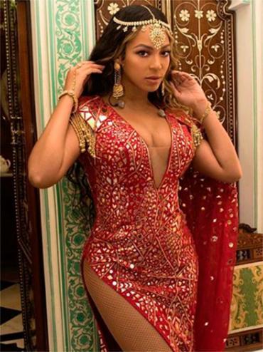 A artista postou a imagem do vestido que usou para a ocasião - Foto: Reprodução | Instagram