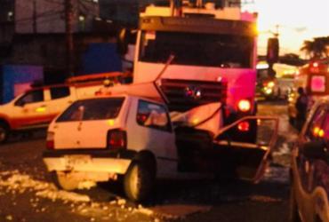 Acidente entre caminhão do lixo e carro deixa um morto em Pau da Lima | Cidadão Repórter | Via whatsapp
