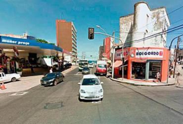 Trecho de rua na Barra é interditado após tubulação de gás ser perfurada | Reprodução | Google Maps