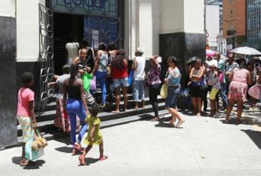 Beneficiários do Bolsa Família enfrentam fila para recadastramento | Luciano da Matta | Ag. A TARDE